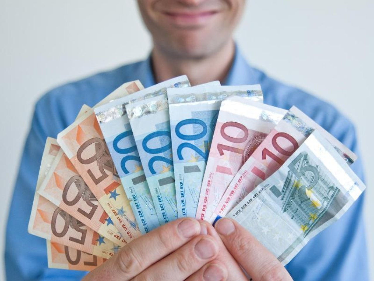 Деньги мотивируют человеческие поступки на бессознательном уровне