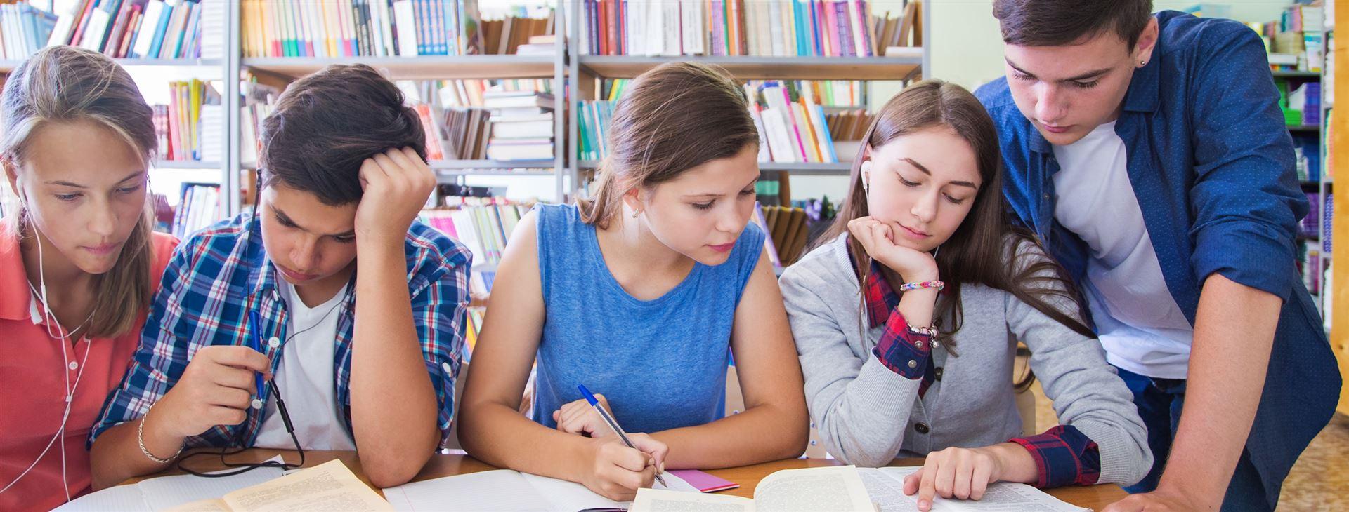 Подростки лучше учатся на положительном опыте, чем на отрицательном