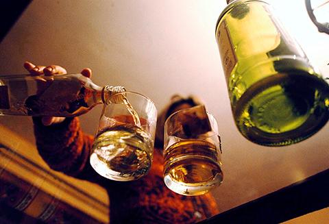 Большинство из тех, кто много пьют не алкоголики